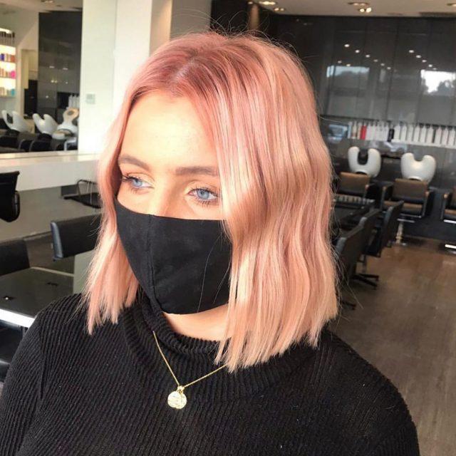 PEACHY 🍑 . Hair by: @tmcneehair @stephanieleehair . . . #rokkebony #rokkebonyrowville #haircolour #hairmakeover #peachhair #hairstylist #melbournehair #brightenyourwinter #brightenyourday #peachy🍑 #melbournelifestyle #melbournelife #onlineshop #hairstyle #shorthair #hairtrends