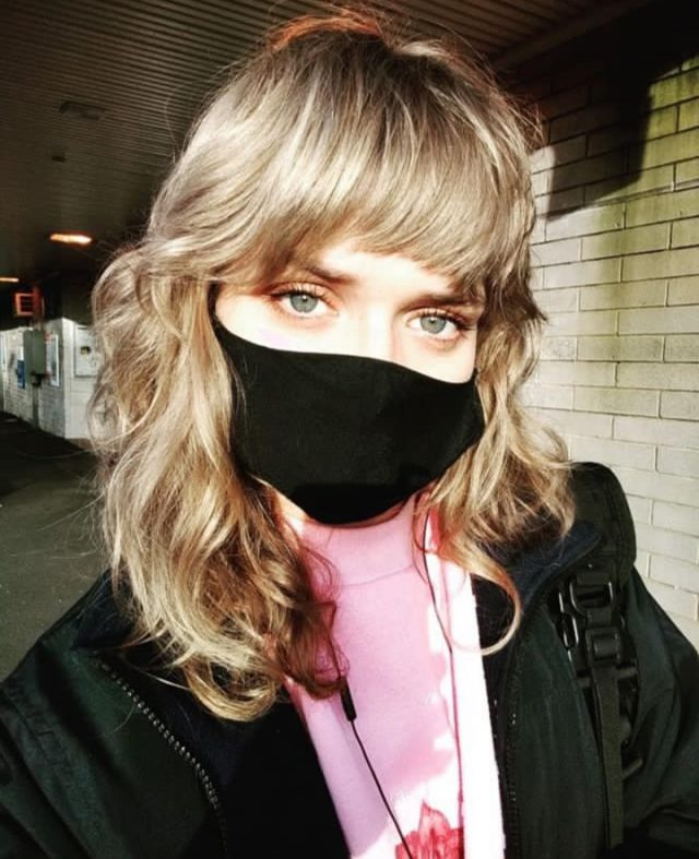 Aaannnd this 👆🏼is how you wear a mask. With a bangin fringe and the perfect shag 💇🏼‍♀️ . Hair by @eskayowetea on this beauty @krippyh 🤍 . . . #rokkebony #yourokk #melbournehairsalon #melbournehairstylist #shaghaircut #blondeshag #helisgold #hairthatrokks #rokkculture #hairstyles #hair #hairstylist #instahair #instahairdo #hairdo